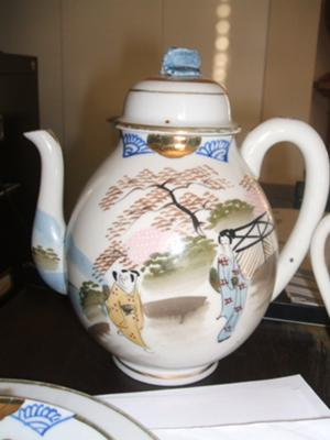 Where can you purchase antique Japanese tea sets?