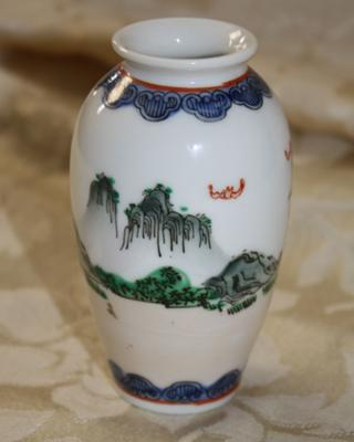 Other side of the vase.